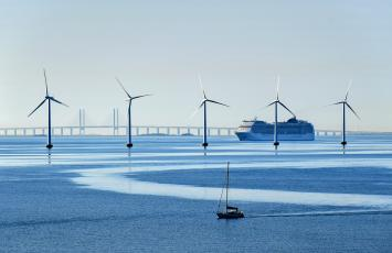 Offshore wind and cruise in operation